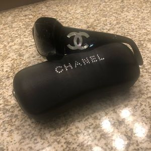 Chanel Black W Cc Logo Mother Of Pearl Shell